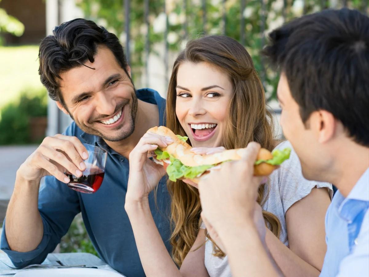 Как понравиться друзьям своего парня