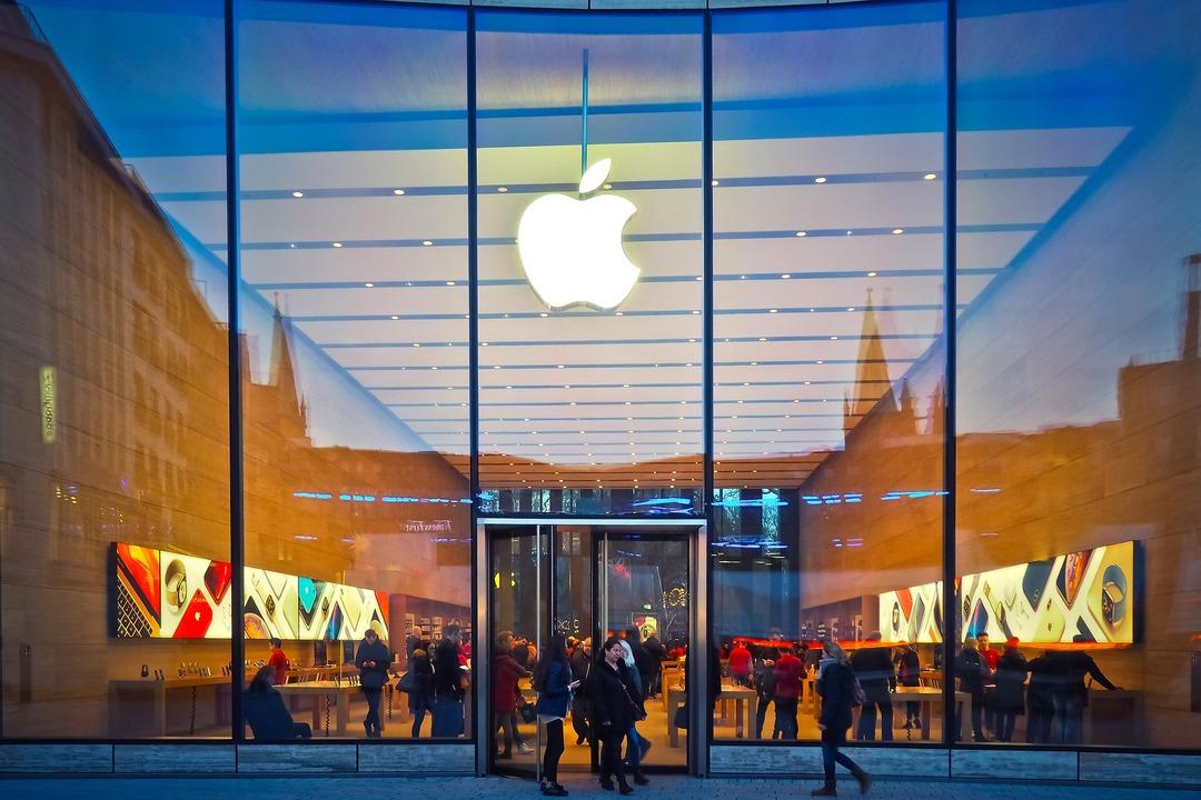 Apple выделила деньги на борьбу с законами, ограничивающими работу компании