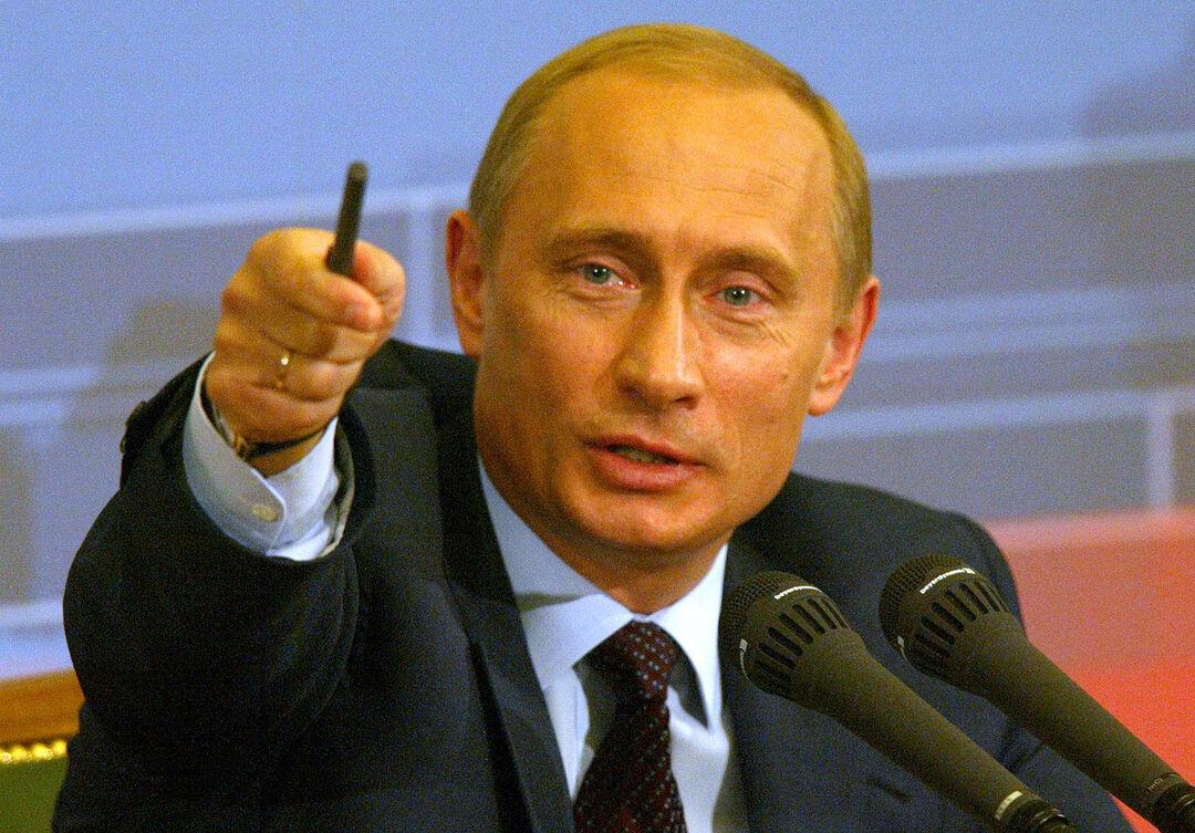 Ручку, до которой дотронулся Путин, продают за 1 млн рублей